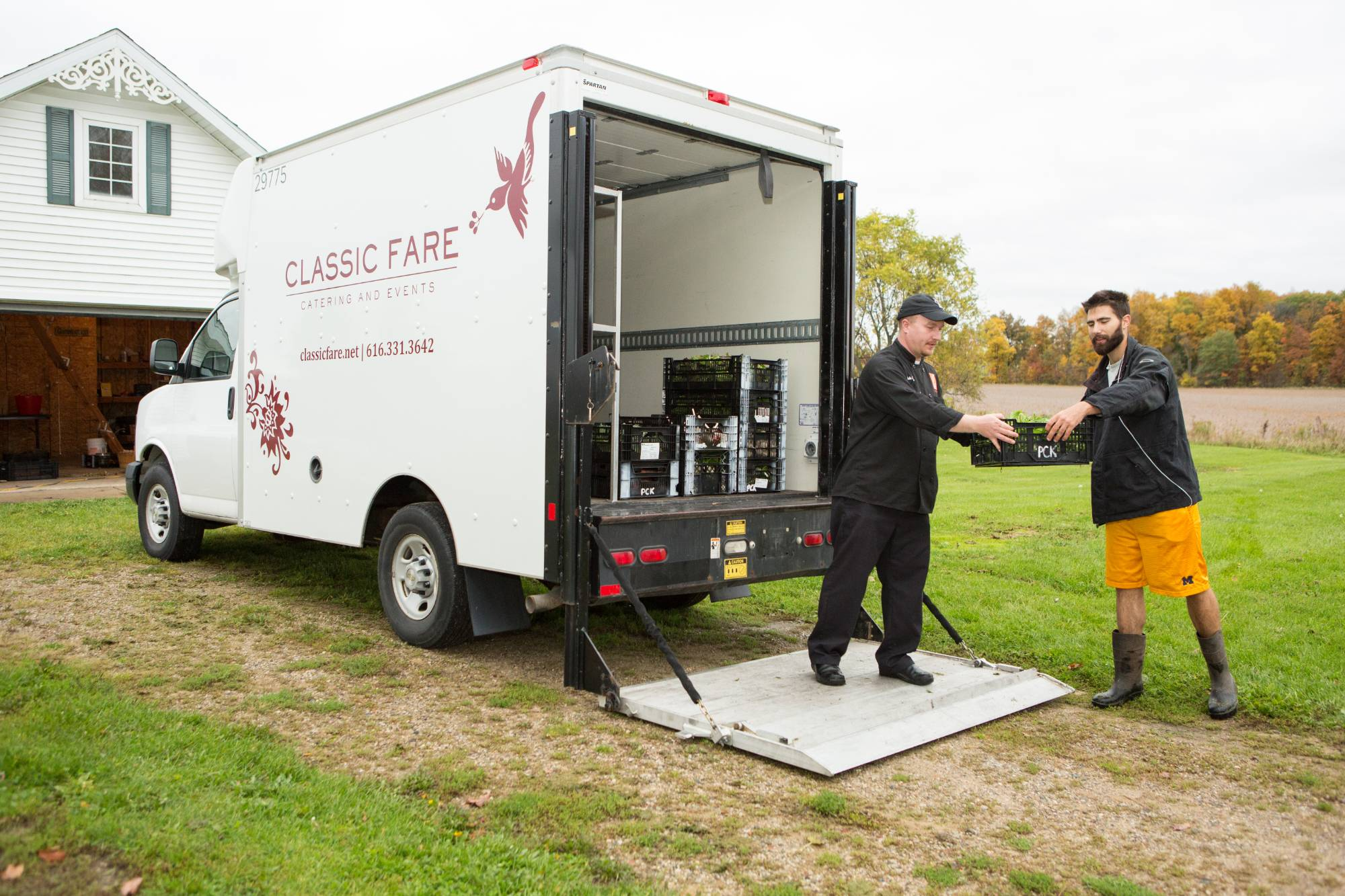 farm manager loads campus dining truck with produce from the SAP